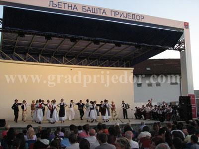 kulturno ljeto 2011-folklor ljetna basta 1