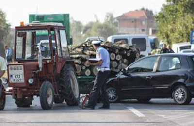 avaz-udes-traktor-auto