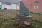 srna vandalizam kod ciglane 3 150x100 Pored nekadašnje ciglane uništena skulptura posvećena logorašima