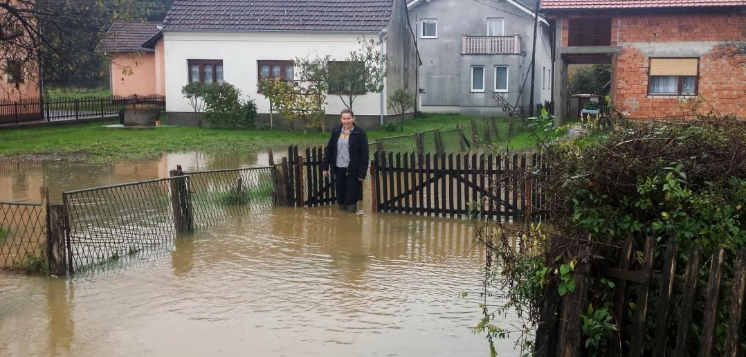 Foto: D. Stojnić - Voda u Rasavcima došla do kuća