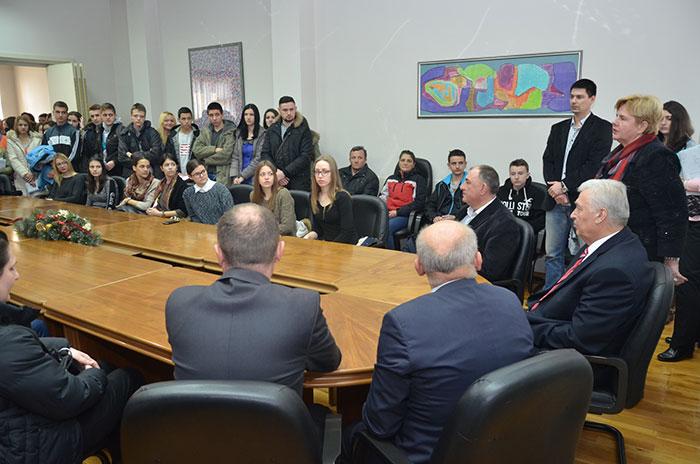29-Prijedor---grad-stipendira-370-ucenika-i-studenata