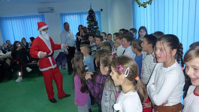 31-Prijedor---ucenici-OS-Cirilo-i-Metodije-Trnopolje-u-posjeti-domu-za-starija-lica-San