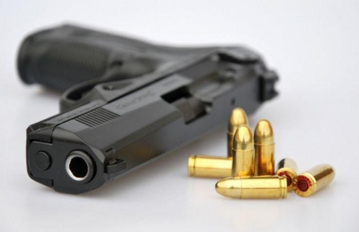 pistolj oruzje