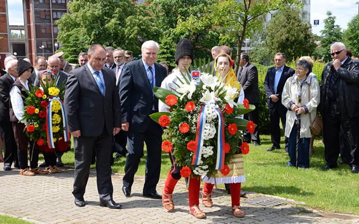 16-Prijedor---spomenik-borcima-poginulim-u-Drugom-svjetskom-ratu