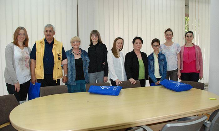 21-Prijedor---radnici-biblioteke-sa-nagradjenim-citaocima