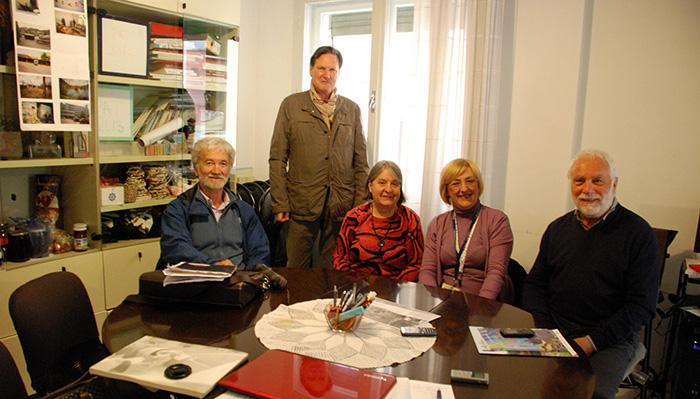 Prijedorska novinarka sa čelnicima i članovima Udruženja Program Prijedor