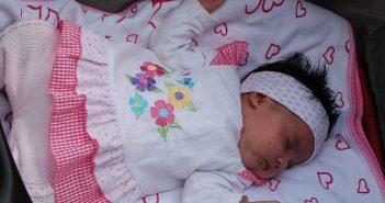 20-Ostra-Luka---najmladja-beba-Emilija-rodjena-sa-zubicem