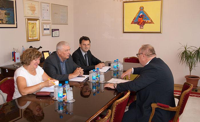 Ministar Bogdanić i gradonačelnik Pavić sa direktorima bolnice i doma zdravlja
