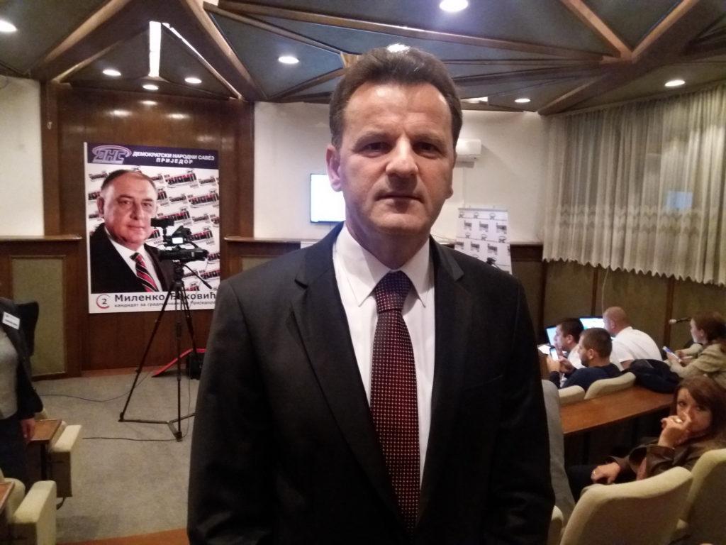 ПРИЈЕДОР, 2. ОКТОБРА /СРНА/ - Члан Изборног штаба ДНС-а Мирко Совиљ.